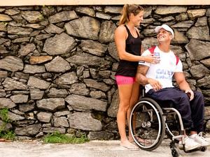 Fernando Fernandes e a namorada Victoria posam para o EGO (Foto: Iwi Onodera / EGO)
