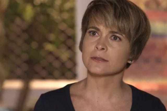 Cláudia Abreu é Helô em 'A lei do amor' (Foto: TV Globo)