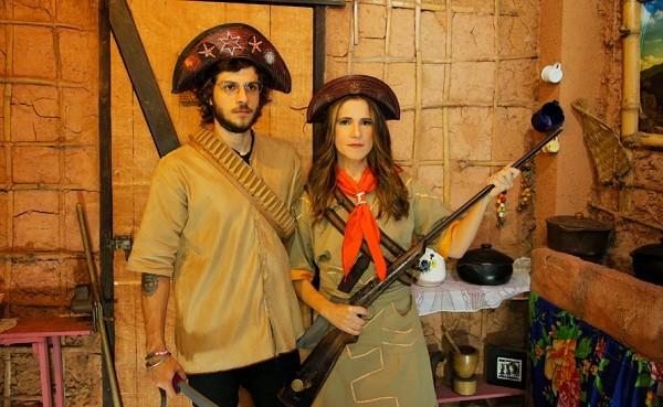 Chay Suede e Ingrid Guimarães se vestiram de Lampião e Maria Bonita na típica Feira de São Cristóvão, no Rio (Foto: Kaê Rodrigues/ GNT)