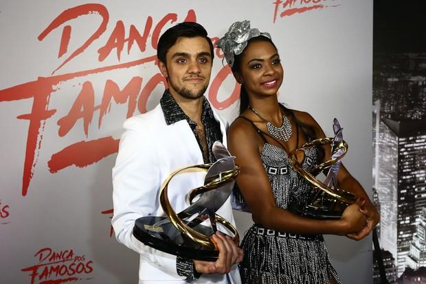 Felipe Simas e Carol Agnelo (Foto: Claudio Augusto/Brazil News)