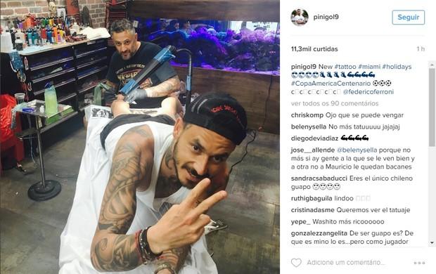 Pinilla faz tatuagem da Copa América