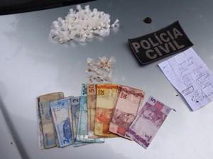 Droga e dinheiro apreendido na Zona Norte (Foto: Divulgação/PM)