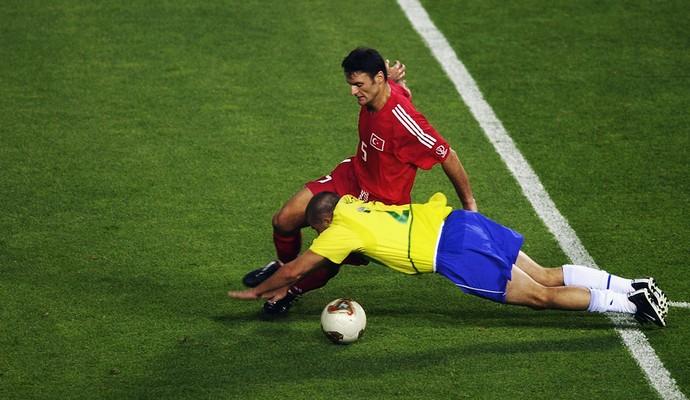 Luizão, Brasil x Turquia, penalti, Copa do Mundo 2002 (Foto: Getty Images)