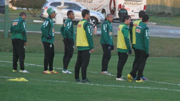 Elenco do Coritiba durante treinamento no CT da Graciosa (Foto: Gabriel Hamilko / GloboEsporte.com)