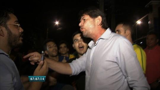 Cid e Ciro Gomes discutem com manifestantes em Fortaleza