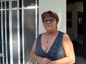 Maria José Freitas diz que não consegue dormir à noite devido à fumaça (Foto: Jéssica Alves/G1)