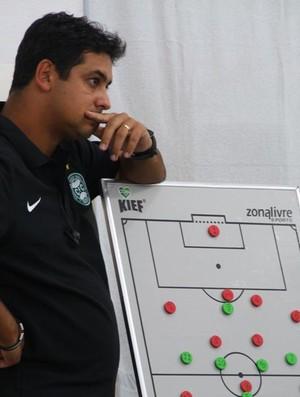 Marquinhos Santos orienta o time do Coritiba antes do jogo contra o Operário-PR (Foto: Divulgação / Site oficial do Coritiba)