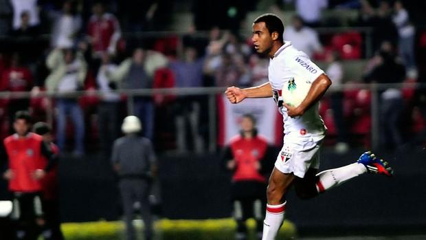 Lucas gol São Paulo (Foto: Marcos Ribolli / Globoesporte.com)