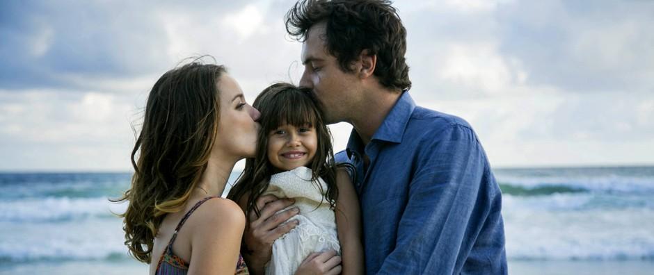 Laura e Caíque formam uma família com a pequena Bella (Raphael Dias/ Gshow)