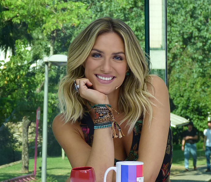 Giovanna Ewbank usa muitas pulseiras nos dois pulsos (Foto: Brunella Menezes / Gshow)