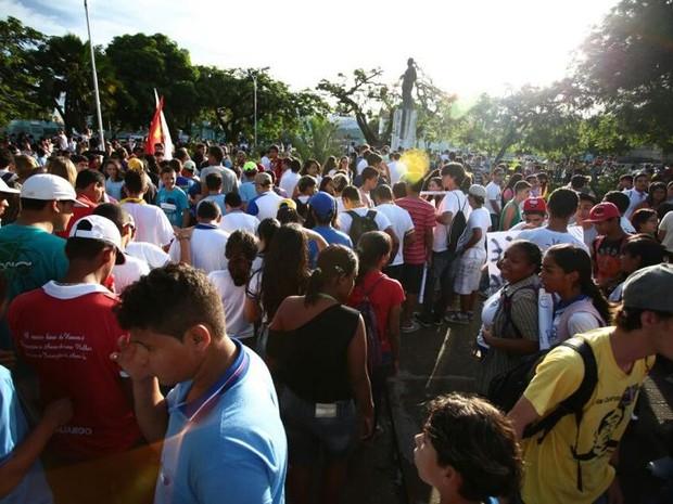 Manifestantes se concentram na praça do centenário, em maceió (foto
