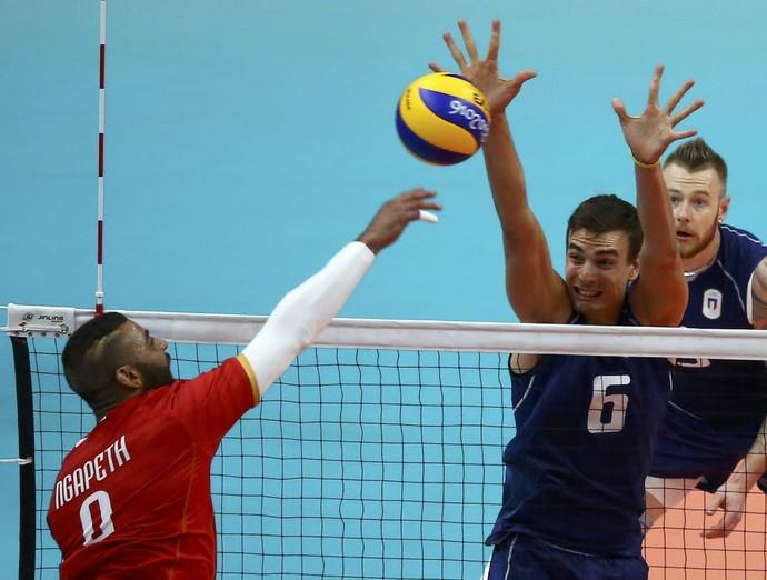 Ngapeth Itália França vôlei Olimpíada Rio (Foto: Marcelo del Pozo / Reuters)