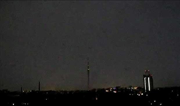Descarga elétrica tirou as TVs do ar na cidade por alguns minutos . (Foto: BBC)