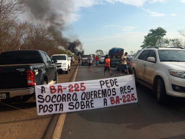 Manifestação começou no início da manhã desta segunda (Foto: Dorival Oliveira/Arquivo pessoal)