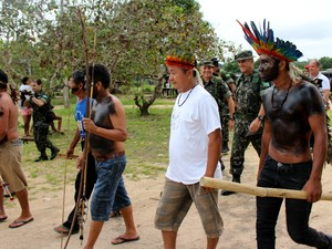 Para indios, pedágio serve como compensação pelo uso de terra indígena, a qual é cortada pela Transamazônica (Foto: Larissa Matarésio/G1)