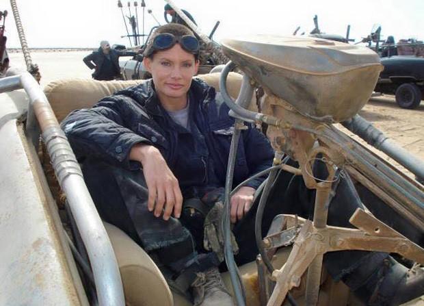 Olivia Jackson como dublê em 'Mad Max: Estrada da Fúria' (Foto: Reprodução)