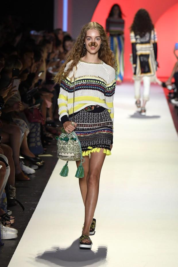Desfile da grife Desigual na semana de moda de Nova York (Foto: Getty Images)