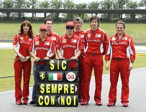 Massa e Alonso prestam homenagem a piloto da MotoGP (Foto: Reprodução / Twitter)