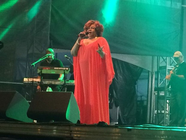 A cantora Alcione se apresenta no Palco Júlio Prestes da Virada Cultural (Foto: Roney Domingos/G1)