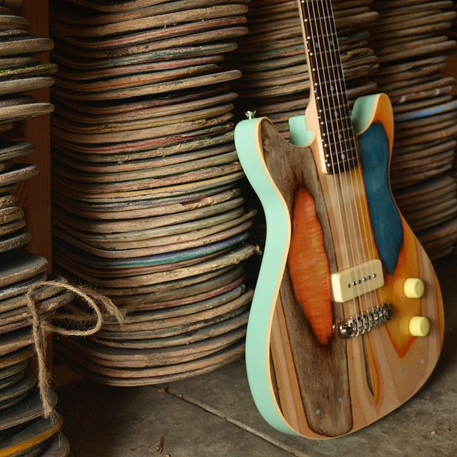 Guitarras feitas com skate por Nick Pourfard (Foto: reprodução)