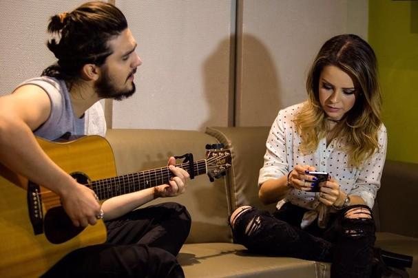 Sandy e Luan Santana nos bastidores do programa do Faustão (Foto: Reprodução)