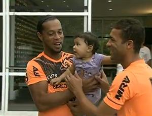 Ronaldinho e Pierre, Atlético-MG (Foto: Reprodução SporTV)