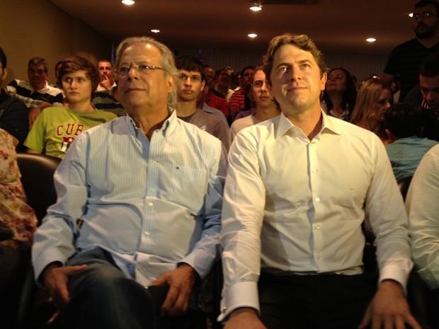 José Dirceu ao lado do filho, o deputado Zeca Dirceu (PT), durante ato em Curitiba (Foto: G1 PR)