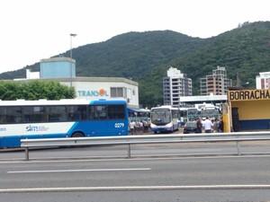 Cerca de 90 ônibus foram prejudicados (Foto: Naim Campos/RBS TV)