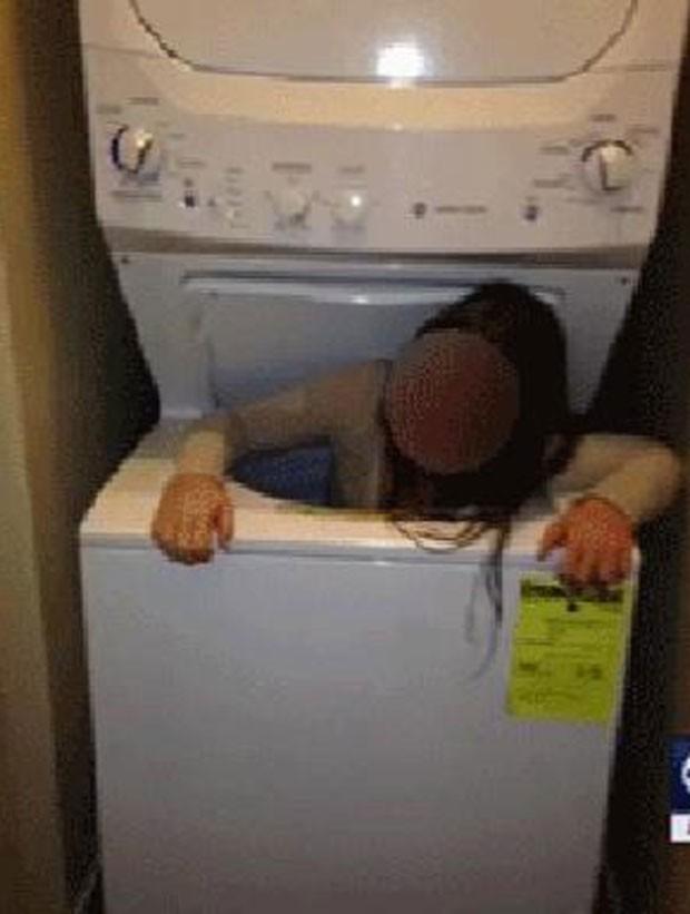 Adolescente de 11 anos precisou da ajuda dos bombeiros depois que ficou entalada na máquina de lavar roupa (Foto: Reprodução/Youtube/KUTV)