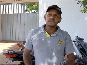 Mestre de obras denuncia furto de peças de motocicleta que estava no pátio da prefeitura (Foto: Reprodução/TV Anhanguera)