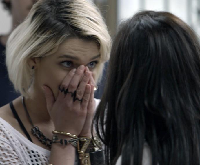 Belisa tenta alertar a mãe sobre Orlando (Foto: TV Globo)