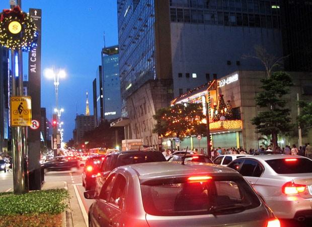 Trânsito na Avenida Paulista por volta das 20h desta terça-feira (Foto: Rosanne D'Agostino/G1)