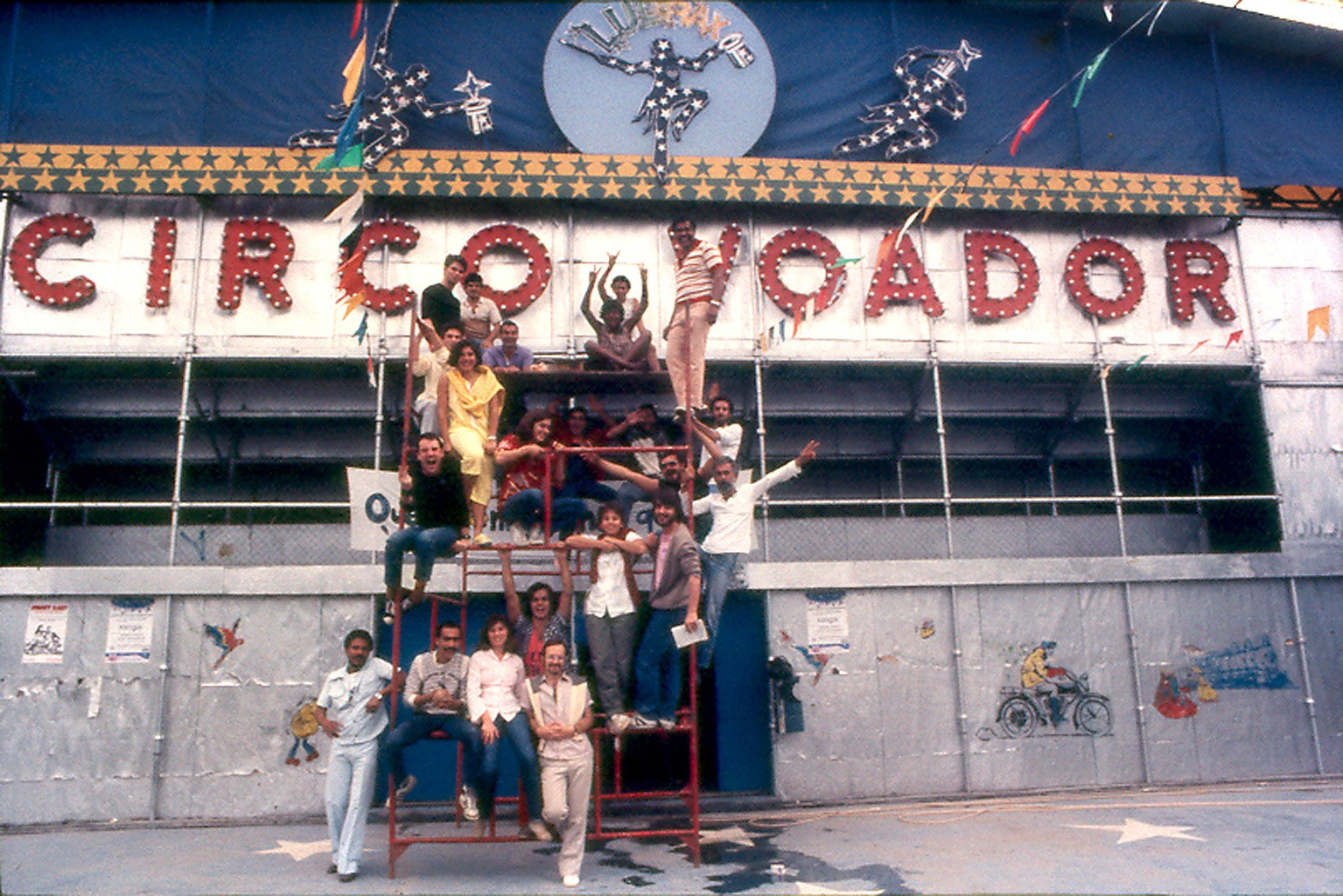 equipe circo voador lapa 1985 por marcio rm 5 z Download A Farra do Circo Dublado AVI Torrent + RMVB Legendado