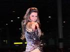 Tânia Oliveira usa short para evitar mostrar demais em noite de samba