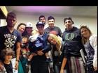 Neymar posa com a irmã e o filho: 'Recebendo essa visita maravilhosa'