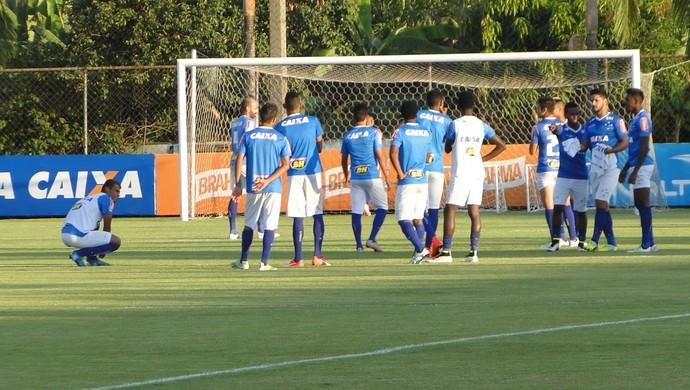 Jogadores do Cruzeiro treinam na Toca da Raposa II antes de jogo contra o Campinense (Foto: Gabriel Duarte)