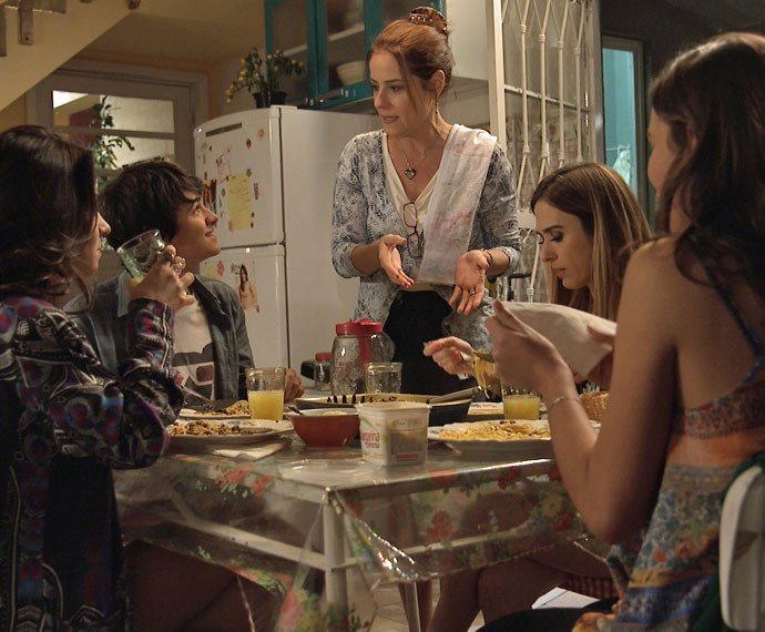 Joaquim chama Mari e Danda para sua casa (Foto: TV Globo)