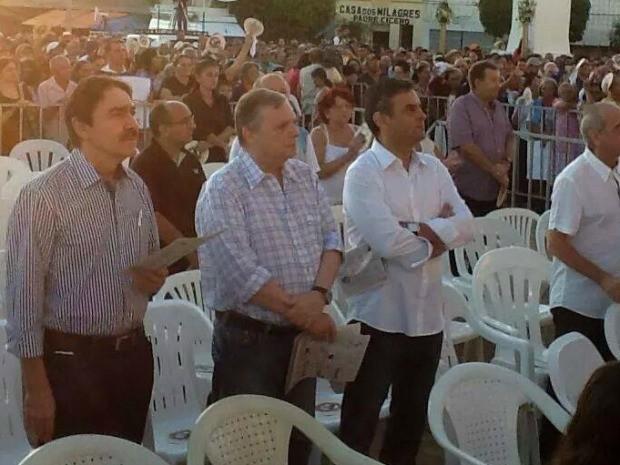 Tasso e Aécio Neves participaram de campanha que celebrou 80 anos da morte de padre Cícerto (Foto: Divulgação)