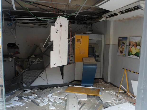 Banco é explodido na Bahia (Foto: William Boy/Jornal Informe Ativo)