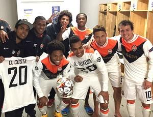 Luiz Adriano comemora os cinco gols com os companheiros de Shakhtar (Foto: Reprodução / Instagram)