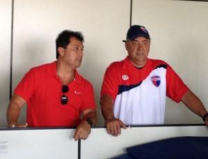 China técnico do Grêmio Prudente e Wagner Josué Valente, preparador de goleiros (Foto: João Paulo Tilio / Globoesporte.com)