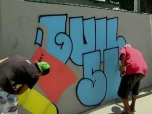 Após pichações em escola, alunos transformam sujeira em grafite, no ES (Foto: Reprodução/ TV Gazeta)