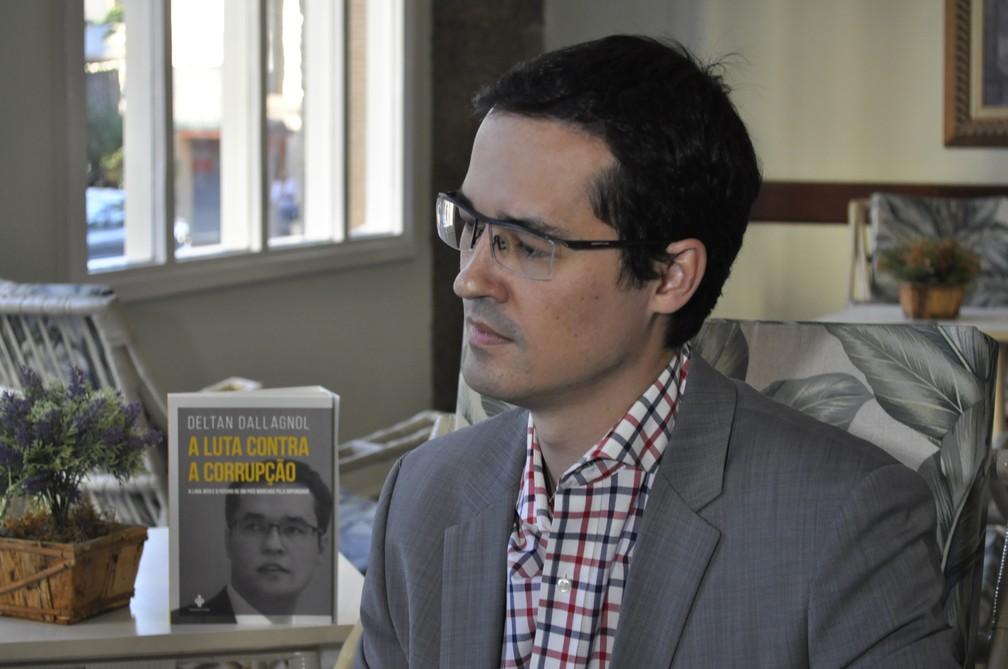 Procurador e coordenador da força-tarefa da Operação Lava Jato , Deltan Dallagnol, lança livro em Poços de Caldas (MG) (Foto: Lúcia Ribeiro/G1)
