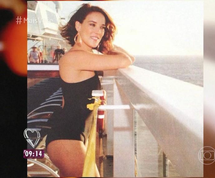 Adriana Birolli de maiô preto (Foto: TV Globo)