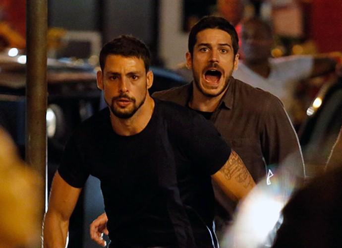 Juliano e Dante se desesperam (Foto: Fábio Rocha/Gshow)