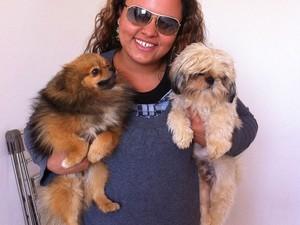 Johny e Vanila com sua dona após serem encontrados em Paulínia (Foto: Arquivo pessoal/Jennifer Chinke)