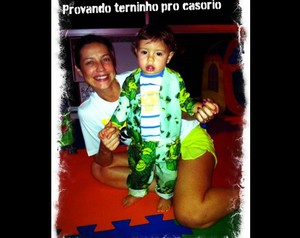 Luana Piovani mostra foto do terninho do Dom (Foto: Arquivo Pessoal)