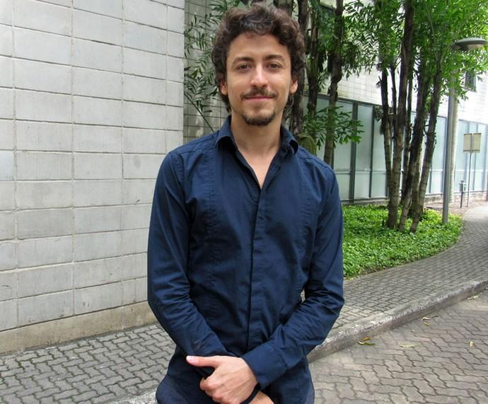 Jesuíta Barbosa conversa nos bastidores do 'Encontro' sobre assédio (Foto: Carolina Morgado/Gshow)