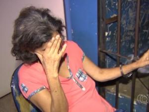 Comerciante de 55 anos foi presa suspeita de tentar matar cozinheira de concorrente em Goiânia, Goiás (Foto: Reprodução/ TV Anhanguera)
