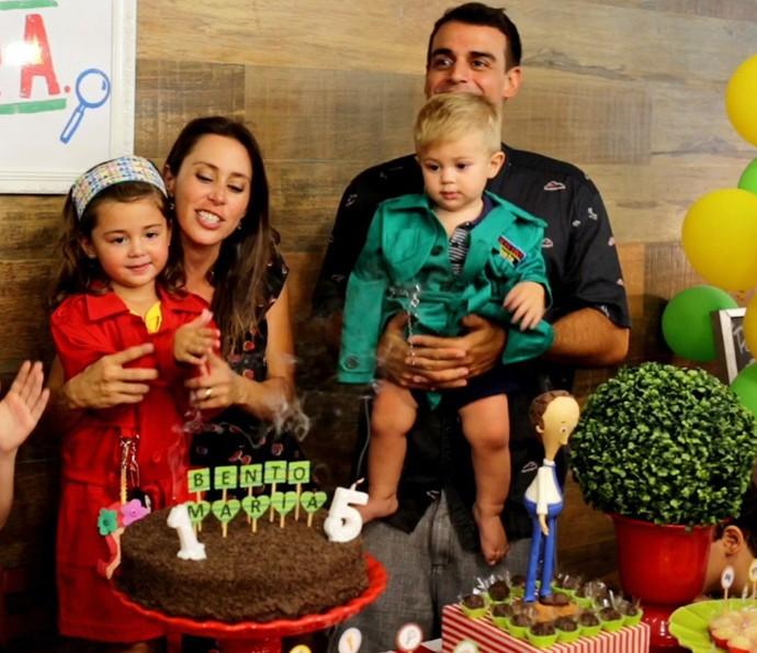 Família comemorou 1 aninho do Bento e 5 da Maria  (Foto: André Furtado/Divulgação)